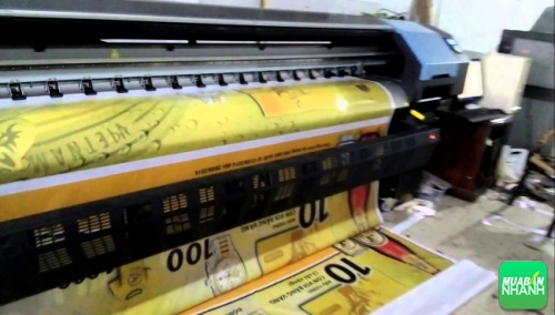 Máy in Hiflex khổ lớn đang thực hiện in ấn quảng cáo hiflex