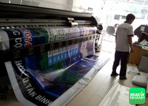 Bạt in quảng cáo từ máy in kỹ thuật số khổ lớn