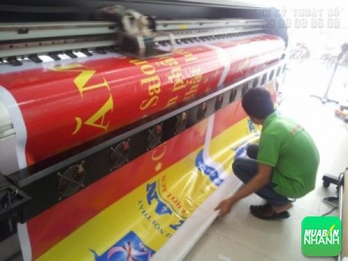 Bạt quảng cáo được in bằng máy in bạt khổ lớn 3.2 m
